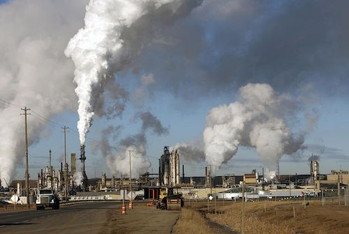 oilsands1-eryn-rickard-wikimedia-commons